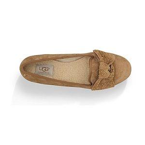 UGG® Women´s Alloway Studded Bow Flats 10