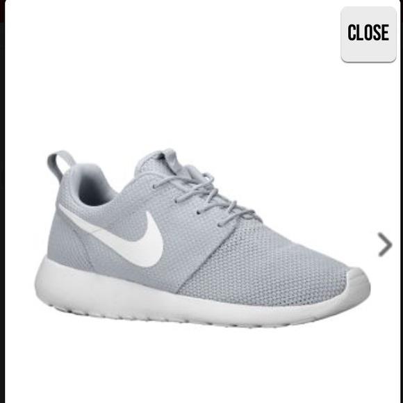 f46beafe12d6 Nike Shoes - ISO Nike roshe