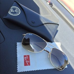 Ray-Ban Accessories - AUTHENTIC. Gold rimmed Ray Bans 👓