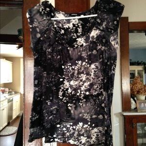 Black patterned express top