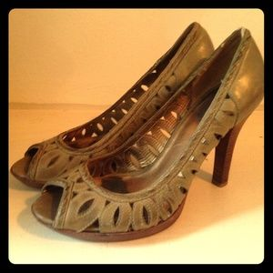Guess Peep toe pumps. Sage with vintage finish