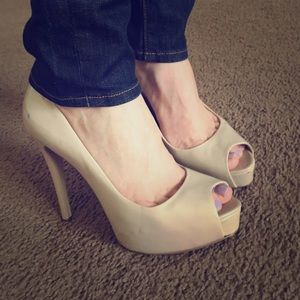 Guess nude open toe pumps
