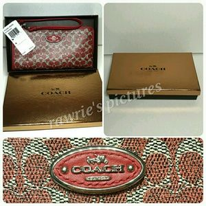 New Coach Red wallet in Gold Coach gift box