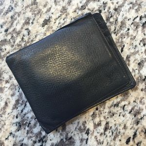 Authentic Louis Vuitton black EPI men's wallet