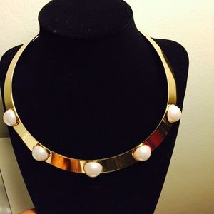 Flash sale Gold and pearl choker