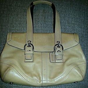 medium size tan purse