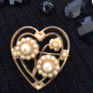 Vintage Gold & pearl Vintage Brooch.