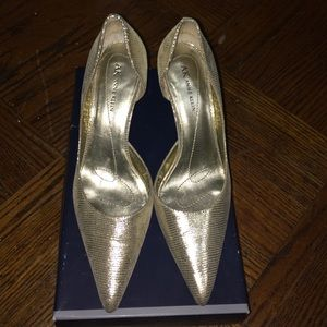 👠Anne Klein gold pumps👠