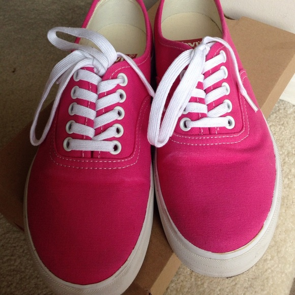 70 levi s shoes pink tennis shoes from s