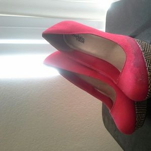 Red Shoes with pattern heel
