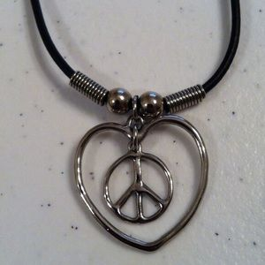 Jewelry - 🚧🚦TODAY🚦🚧Peace sign/heart necklace