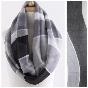 B44 Black Gray White Color Block Infinity Scarf