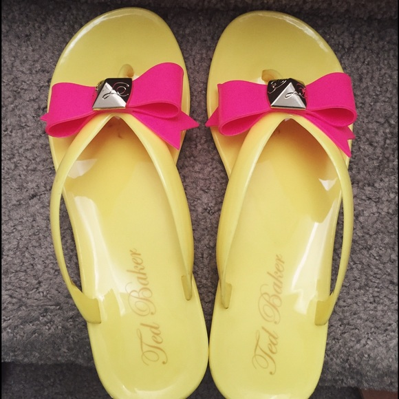 92ca869e3063 New Ted baker jelly bow flip flops size 7 cute. M 550ed84bfbf6f96cb100bea0