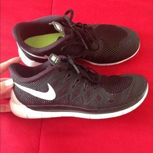 S O L D Nike free runs