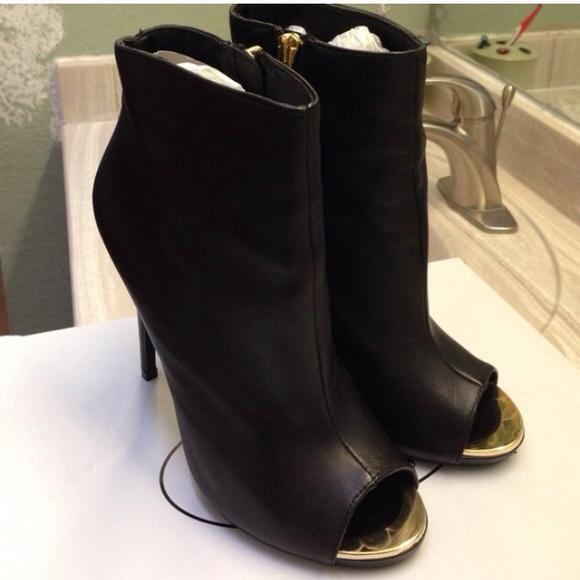 30 steve madden boots steve madden black gold boots