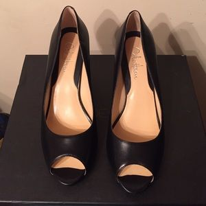Cole Haan Blk leather peep toe pumps