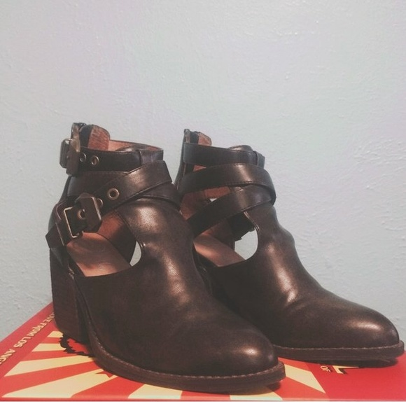 cc534469171 Jeffrey Campbell Shoes - Jeffrey Campbell Everwell in Brown Washed
