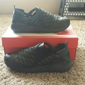 dfbf217c3f97 Nike Shoes - Nike Womens Rosherun Woven 2.0