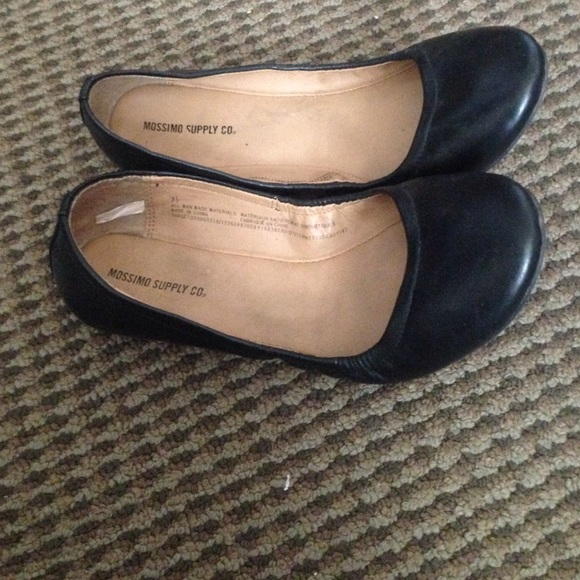 Mossino Black Leather Flats Target Size