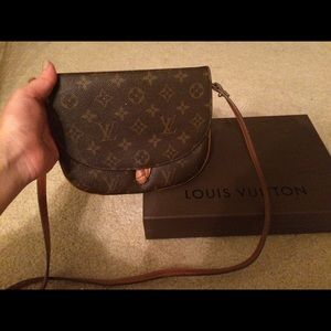 d717506639d9 Louis Vuitton Bags - Vintage authentic Louis Vuitton cross-body