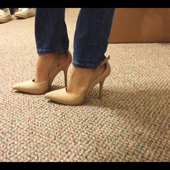 Forever 21 Shoes - Forever 21 beige pumps (size 7)