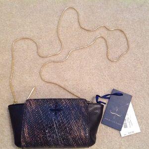 POUR LA VICTOIRE purse
