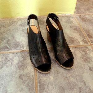 Report Black sandals