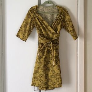Print wrap dress in gold and brown