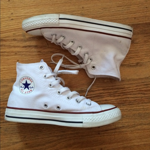Converse Shoes - WHITE CONVERSE HIGH TOP WOMENS SIZE 7 MENS SIZE 5 f76f7e07f
