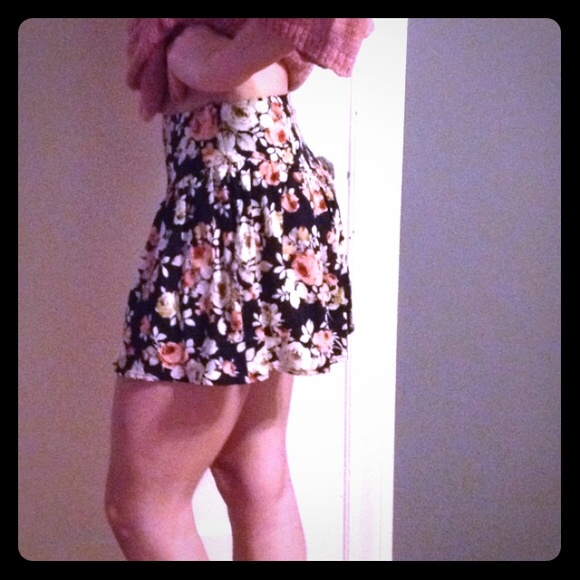 54 Off Urban Outfitters Pants Floral Cute High Wasted