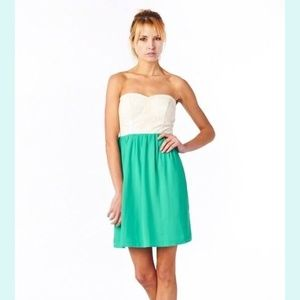 spool 72 Dresses & Skirts - Boutique green and white floral dress spool 72