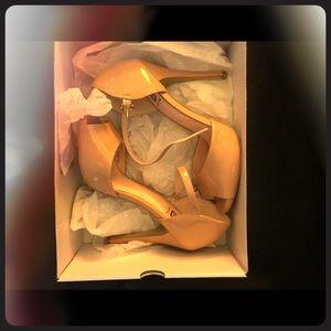 NIB nude heels size 7 TTS