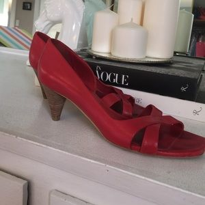The perfect red French heel!