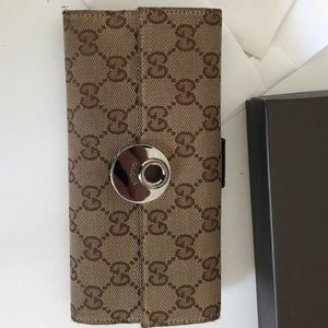Gucci Continental Wallet!!