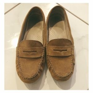 Woman's Tan Loafers