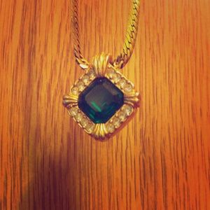 Avon Emerald Green Rhinestone Necklace 