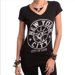 💥SALE Was $16 NY Black Statue of Liberty Love Tee