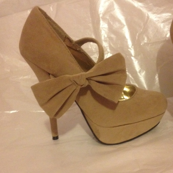 56 off charlotte russe shoes side bow pumps from annas