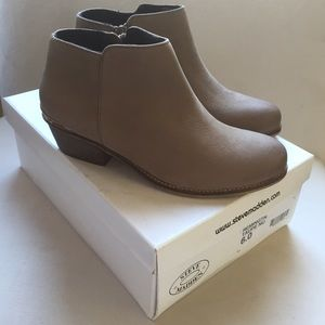 Adorable Steve Madden Booties - Taupe / Grey