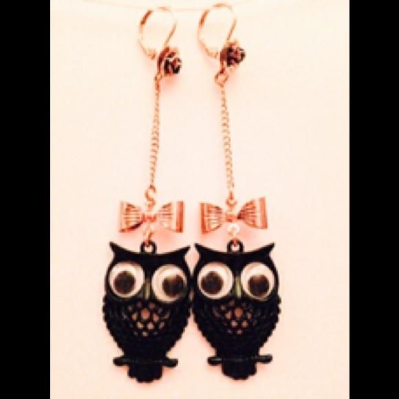abb409d32e421 Betsey Johnson black owl earrings dangle vintage