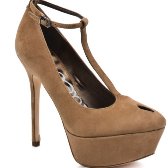 8c2f355ec452d Sam Edelman s Nivan Suede heels. M 55171ba15a49d05a7b008aea