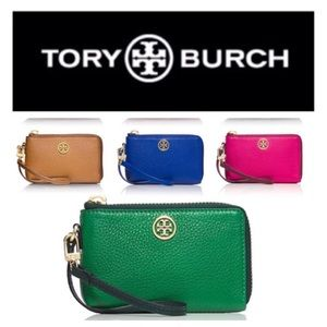 Tory Burch Clutches & Wallets - NWT authentic Tory Burch Robinson wristlet
