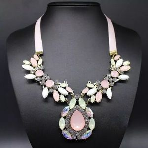 Statement necklace crystal ribbon