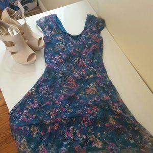 Dresses & Skirts - Floral print open back dress