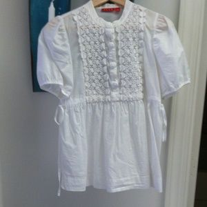 Crisp white decorative top SZ M