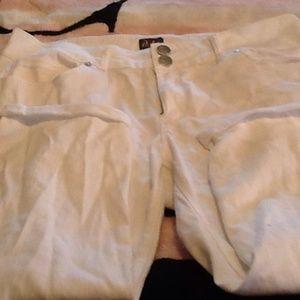Dots Denim - Like new white Capri denim jeans