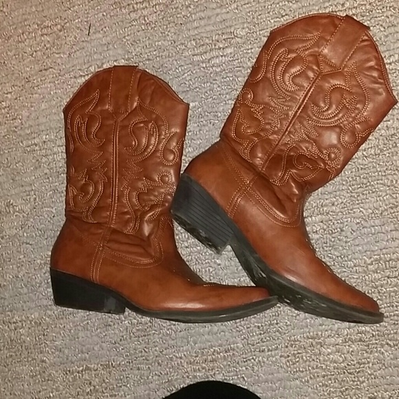 44 olsenboye boots cowboy boots from s