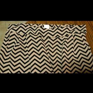 Pants - Great chevron print pants sz medium