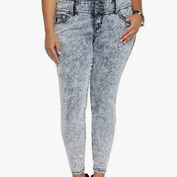 f360b0849bf Torrid skinny jeans sz 16 acid wash. M 5518bdc45a49d05a7b00f515
