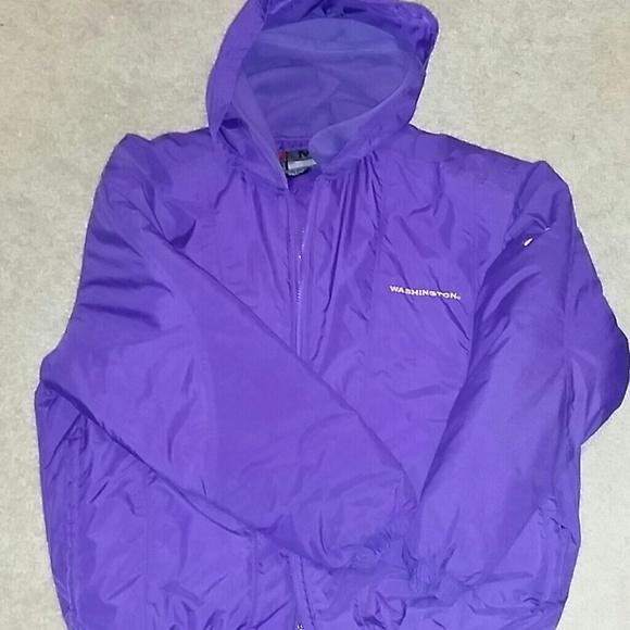 1aa118f1720a Washington Huskies Nike puffy jacket. M 5518cdc7c6c7956f2300faf1